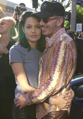 Billy Bob Thornton  5 kez evlenip boşandı. En son evliliğini Angelina Jolie ile yapmıştı.