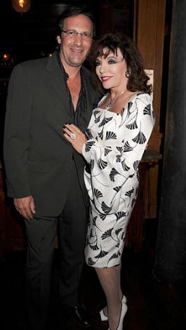 Joan Collins Dört kez evlenip boşandı. Bir kez nişanlanıp ayrıldı. Şu sıralar beşinci eşiyle birlikte.