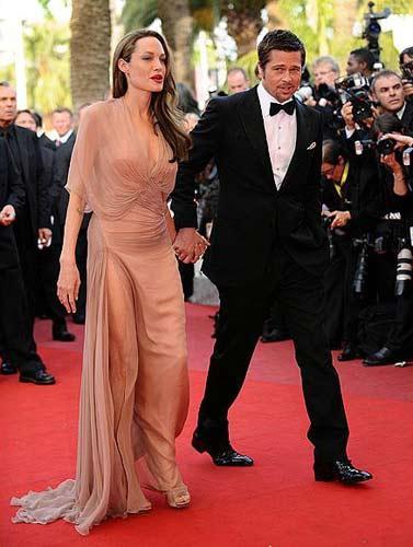 22 Şubat'ta gerçekleşen Oscar Ödül Töreni'nden bu yana kimsenin görüntü alamadığı çift, ilk defa kameraların karşısına geçerek hala birlikte olduklarını gözler önüne serdi.