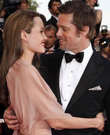 Uzmanlara göre işte bu poz Jolie ve Pitt'in hala birbirleri için bir anlam taşıdığını gösteriyor.