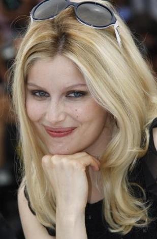 Bir zamanlar güzelliğiyle Fransa'nın sembolü olan eski manken yeni oyuncu Laetitia Casta, sapsarı saçlarıyla herkesi şaşırttı.