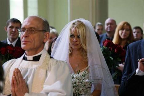 Pamela Anderson - 5
