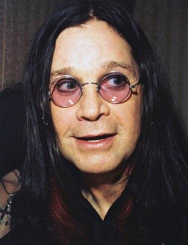 9-Ünlü olmadan önce yapılan bazı işler, ünlülerin gelecekteki işlerine de gönderme yapabilir. Örneğin Ozzy Osbourne, Black Sabbath'la çıkış yapmadan önce mezbahada çalışıyordu.