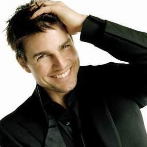 22-Tom Cruise'un ailesi çok fazla yer değiştirmiş. Ancak görev icabı Louisville'ye taşındıklarında, Tom Cruise ekstra para kazanmak için gazete satmış.