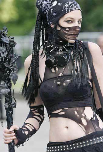 """Almanya'nın Leipzig kentinde """"Gotik Dalga Festivali"""" anlamına gelen """"Wave-Gothic Festival"""" sıradışı görüntülere sahne oluyor."""