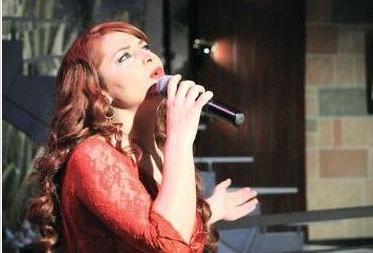 AYDAN KAYA  İstanbul Kültür Üniversitesi Sinema TV bölümünde öğrenimini sürdüren Kaya, sesinin yanısıra çarpıcı fiziğiyle de dikkat çekmişti. Pop star olamadı ama Elveda Derken adlı dizide oynadı.