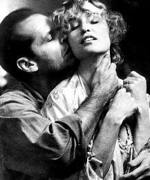 """Jack Nicholson: """"Aktör olarak güçlü bir yönüm olduğunu düşündüğüm cinselliği, şimdiye kadar ön plana çıkarmamıştım. Hayatımın en erotik performansını gerçekleştirmek istedim."""" Hatta Jack, Rafelson'a sahneyi tamamıyla uyarılmış bir şekilde çekmek istediğini söylüyor: """"Bu bambaşka bir şey olurdu... Ama yapamadım."""""""