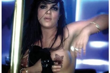 Britney Spears üstsüz! - 2