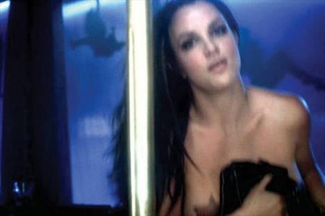 Britney Spears üstsüz! - 13