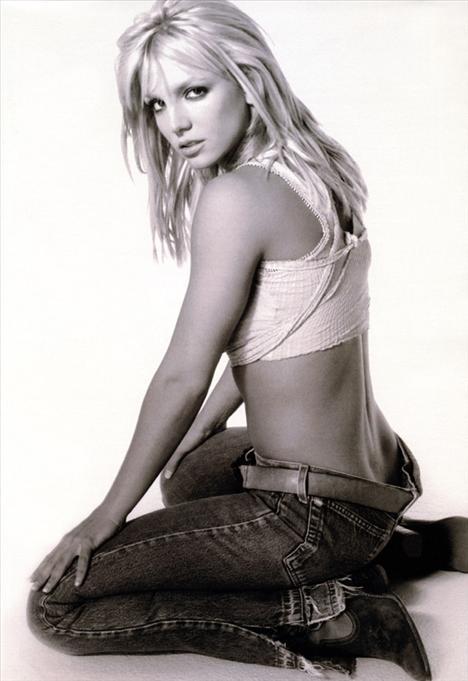 Britney Spears üstsüz! - 31