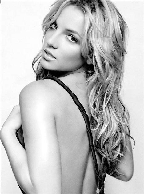 Britney Spears üstsüz! - 50