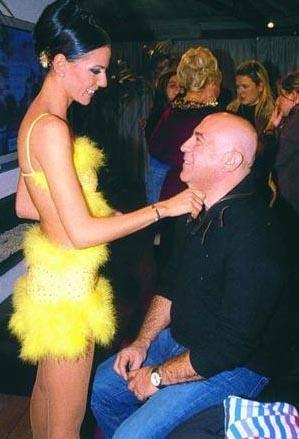 Oyuncu Zeynep tokuş, 2005'te evlendiği jinekolog doktor Alp Nuhoğlu'ndan geçen hafta tek celsede boşanmıştı.