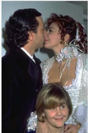 Robin, Orhon ile Süheyl Uygur'un düğünlerine de katıldı.