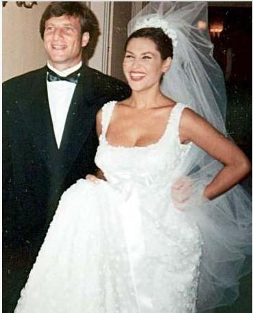 Hülya Avşar hamileyken geinlik giydi ve Kaya Çilingiroğlu ile evlendi.