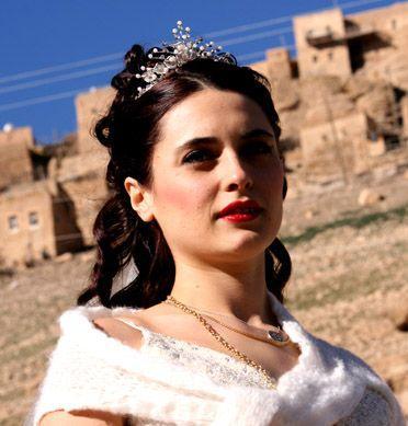 ASLIHAN GÜRBÜZ  Ekranların çok izlenen dizilerinden Bir Bulut Olsam'da Asiye karakterini canlandırıyor. Gürbüz ekranın en genç kötü kadınlarından biri.