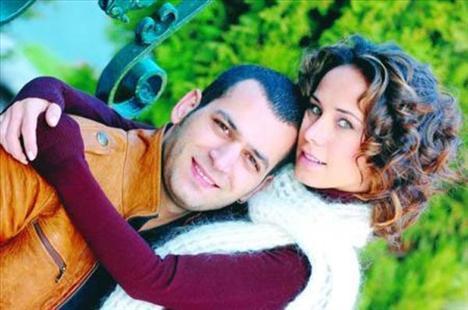 BURÇİN TERZİOĞLU VE MURAT YILDIRIM Fırtına dizisinde başlayan aşklarını evliliğe taşıdılar.