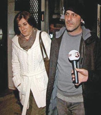 OZAN GÜVEN VE TÜRKAN DERYA Yönetmen Türkan Derya ile oyuncu Ozan Güven'in aşkı 'İkinci Bahar' dizisiyle başladı. Evlenen çiftin şimdi Ali Ateş adlı bir oğulları var.