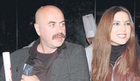 EZEL AKAY VE ŞEBNEM DÖNMEZ 'Neredesin Firuze' filminin çekimlerinde tanışan çift 2004'te evlendi. İkili daha sonra boşandı.