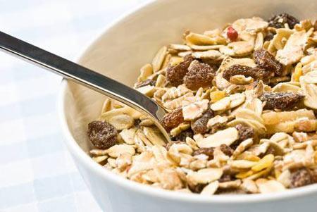 Yulaf Ezmesi Sağlıklı bir atıştırma olarak az kalorili ve lif içeren yulaf ezmesini tercih edebilirsiniz.