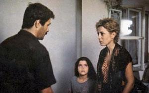 ZUHAL OLCAY    Ömer Kavur'un yönettiği 'Amansız Yol' filminde başrolü Kadir İnanır'la paylaşan Zuhal Olcay, kocası tarafından fahişeliğe itilen Sabahat rolünü canlandırdı. Bu rol Olcay'a 1985'teki Antalya Film Festivali'nde 'En İyi Kadın Oyuncu' ödülünü kazandırdı.