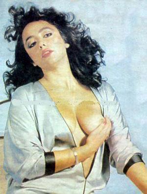 OYA AYDOĞAN     Orhan Aksoy'un yönettiği 'Tövbe' filminde İbrahim Tatlıses'le başrolü paylaşan Oya Aydoğan, sevgilisi hapse girince kötü yola düşüp geneleve giren Zeynep'i canlandırdı (1981).