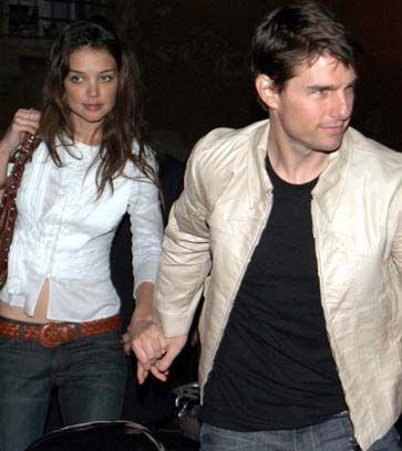 Katie Holmes ile Tom Cruise'un ilişkileri başlangıçta herkesi şaşırtmıştı. Bu kare 2005'te çekildi. Bugün artık herkes onları sürekli yanyana görmeye çoktan alıştı.