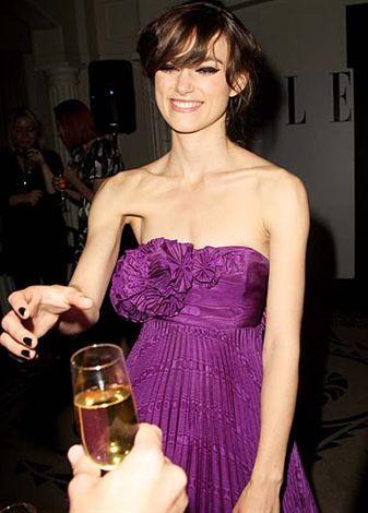 Yıl 2008. Keira Knightley zayıflıktan ölecek gibi.