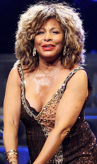 Tina Turner: Rock müziğin seksi babaannesinin ilk deneyimini yaşadığı yaş ise 17.