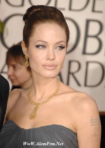 Angelina Jolie ve Jennifer Ansiton en çok kazanan Hollywood aktristleri listesinde zirveyi paylaşacaktı ama Jolie geçen sene 27 milyon dolar kazanarak hayat arkadaşının eski karısı olan rakibini geçti.