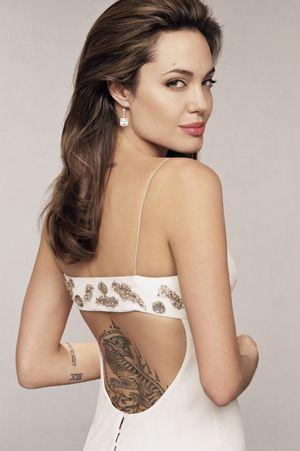 Forbes.com'un yaptığı araştırma sonucunda sıralamada zirveye Angelina Jolie otururken ikinciliği 25 milyon dolarlık kazançla Jennifer Ansiton aldı.