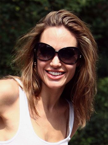Haberde Jolie'nin kazancının büyük bir bölümü Wanted adlı filminden gelirken, çekimleri devam eden Salt filminden de avans ödeme aldığı belirtildi.