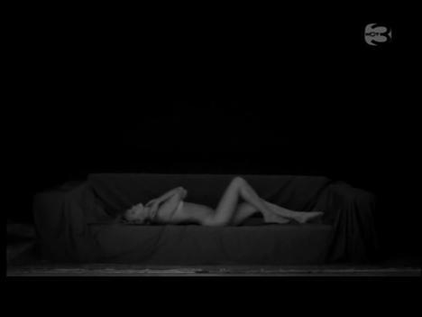 Bar Refaeli yatakta çırılçıplak - 17