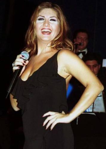 Ünlü şarkıcı her albüm çıkardığında kilo veriyor.Son 7 yılda 152 kilo verdi!