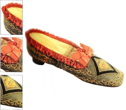 1855 yılına ait bu ayakkabı deri ve kumaş karışımı. Şimdilerde Roma Ayakkanı Müzesi'nde sergileniyor.
