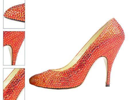 Bu ayakkabu Marilyn Monroe için 1960 yılında Let's Make Love filminin çekimleri sırasında tasarlandı. Ayakkabıyı Salvatore Ferragamo tasarladı.