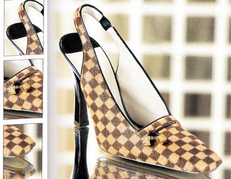 Dama tahtası modelli Louis Vuitton ayakabı. 1998.