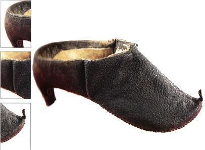 Bu deri ayakkabının içinin kürklü olması insanların yavaş yavaş ayaklarını soğuktan koruma ihtiyacı hissettiklerini anlamamızı sağlıyor.   Bu 15 - 16 yüzyıl civarında Perslilerin kullandığı bir ayakkabı. Şu anda Roma International Ayakkabı Müzesi'nde sergileniyor.
