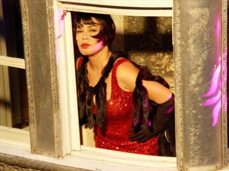 Sezen Aksu Türk Pop Müziği'nin Minik Serçesi Sezen Aksu, 'Haydi Şansım' adlı albümü sadece 50 adet satınca büyük bir şok yaşadı. Bu 50 albümü kendisi ve tanıdıkları almıştı.