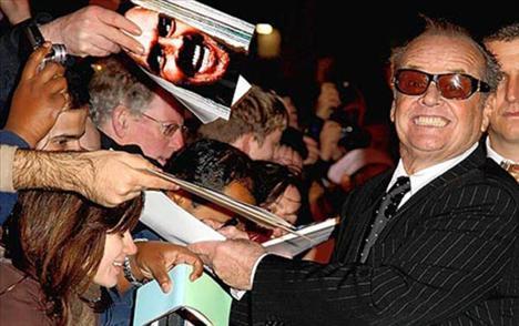 Jack Nicholson Jack Nicholson babası tarafından küçük yaşta terk edildi. Yıllarca büyükannesinin annesi, annesinin de ablası olduğuna inanarak yaşadı.