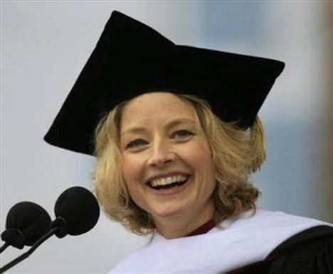 Foster, Yale Üniversitesi'nde doktorasını en yüksek puanla bitirdi.