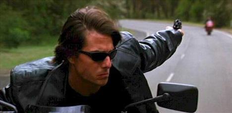 'Mission: Impossible 2' için 75 milyon dolar alarak bir film için en yüksek ücreti alan aktör unvanına sahip oldu.