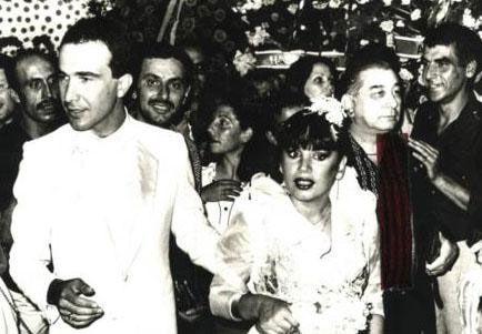 Aksu, 1980 yılında ise Sinan Özer'le üçüncü kez dünya evine girdi. Bir yıl sonra oğlu Mithatcan'ı dünyaya getirdi.