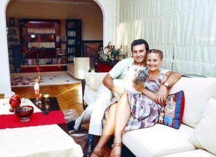 Şimdi ise Harun Uygural ile evli.