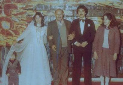 Hülya Avşar Avşar ilk evliliğini Mehmet Tecirli ile yaptı.