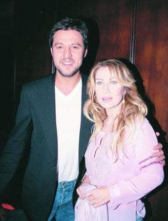 Sayan'ın ünlü futbolcu Hakan Şükür'ün kardeşi Gökhan Şükür ile evliliği de kısa sürdü.