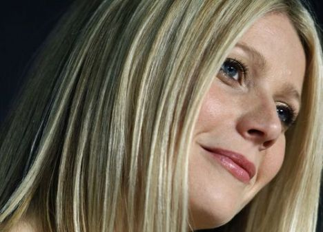 Oscarlı ünlü aktris Gwyneth Paltrow, eşi Chris Martin ve çocuklarıyla birlikte İspanya'ya taşınmaya hazırlanıyor.