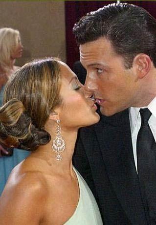 Jennifer Lopez ile Ben Affleck'in aşkı bir zamanlar okuyanı bıktıracak kadar gündemdiydi. Herkes ikilinin evlenmesini beklerken ayrıldılar.