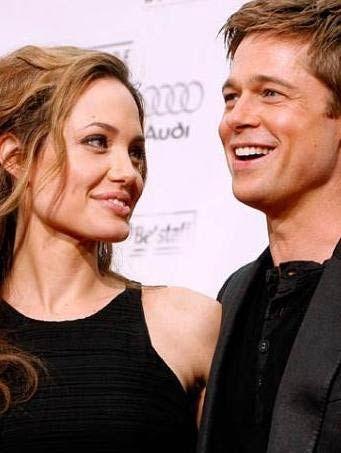 Hollywood ünlülerinin aşk defterleri de çok kabarık. Kısaca bir özetleyelim. İlk sırada elbette gösteri dünyasının en ünlü çifti Angelina Jolie ve Brad Pitt var.
