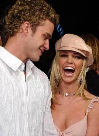 Britney Spears ile Justin Timberlake yeni yetmelik yıllarında sevgiliydi. Herkes bu ilişkinin uzun süreceğini düşünürken büyük aşk bitti.