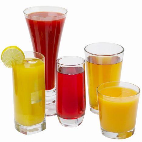 Narenciye suları • Her sabah portakal suyu içmek oldukça faydalı görünebilir Ancak bu türden asitli içecekler yemek borusunu tahriş edebilir. Midede asit reflüsü hissi yaratsa da bu sadece bir tahriştir. Midede, içeceğin ekstra asidi başka problemlere neden olabilir.  • Eğer sabah kalkar kalkmaz hiçbir şey yememişseniz mideniz zaten asitle doludur ve ekstra asit eklemeniz midenin ağrımasına neden olur. Yüksek früktozlu mısır şurubu ile tatlandırılmış limonata içiyorsanız dikkatli olun, çünkü yüksek miktardaki şeker istilası ishale neden olur.